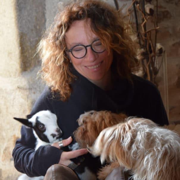 Karine Moritz, zoothérapeute à Bulle Nature à la Prévisière au Poiré sur Vie en Vendée, hébergements naturels et zoothérapie