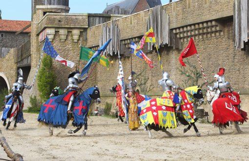 Le Puy du Fou aux Epesses suggéré par Bulle Nature, sur le site préservé de la Prévisière, au Poiré sur Vie en Vendée
